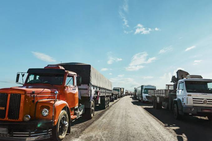 """""""Situação só piorou"""", dizem caminhoneiros um ano após greve"""