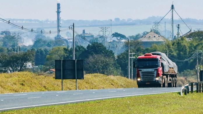 COVID-19 já impacta 26% no transporte de cargas.